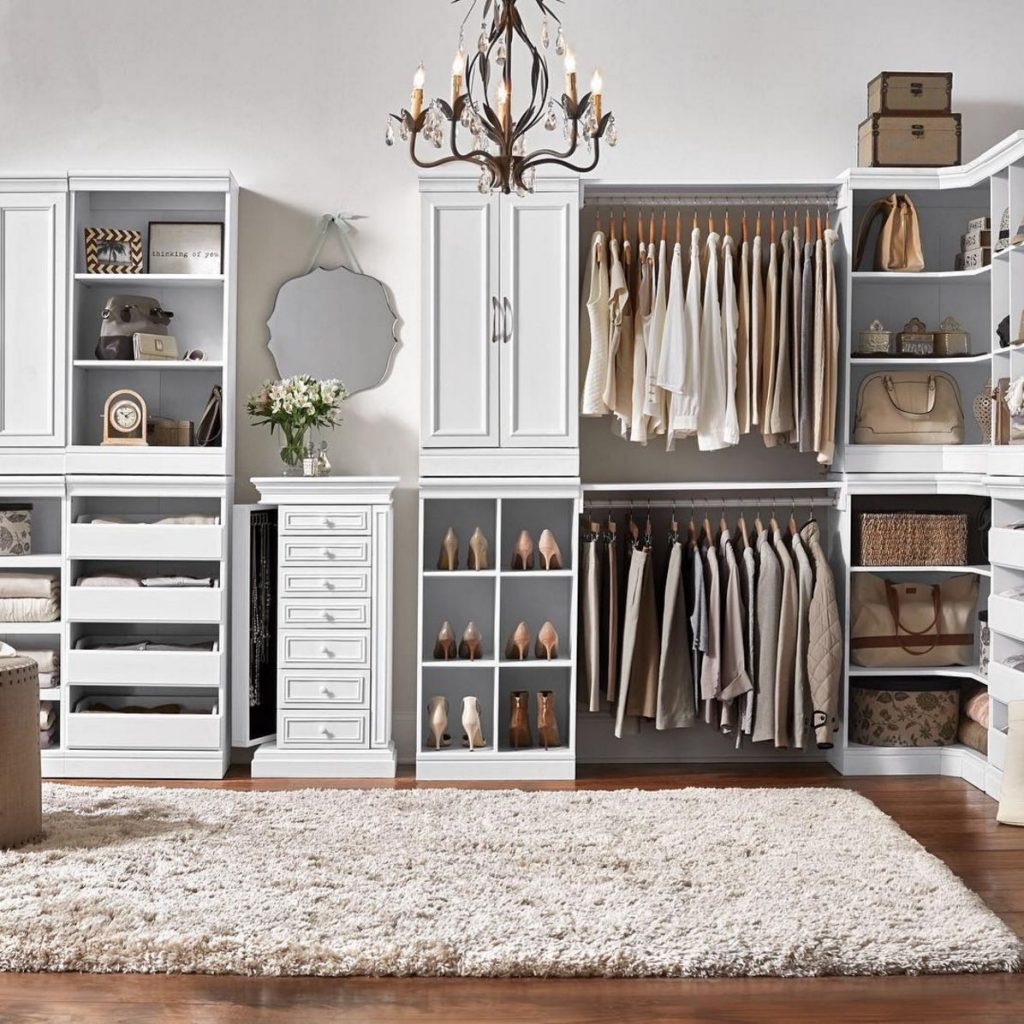 organisation comment am nager un walk in dressing de r ve. Black Bedroom Furniture Sets. Home Design Ideas
