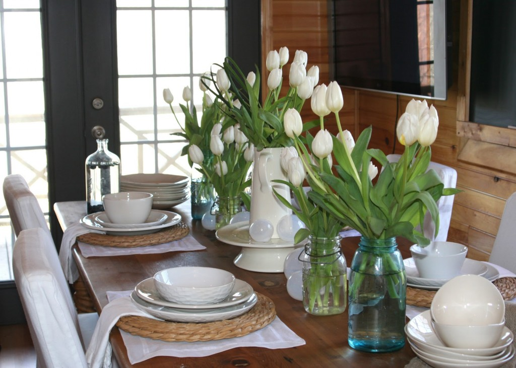 Creative-Winter-dining-room-table-centerpiece-ideas