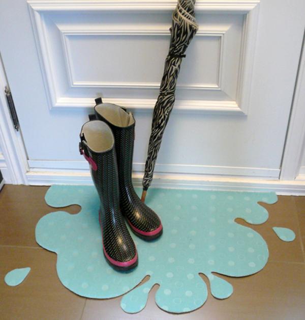 Flaque et bottes de pluie