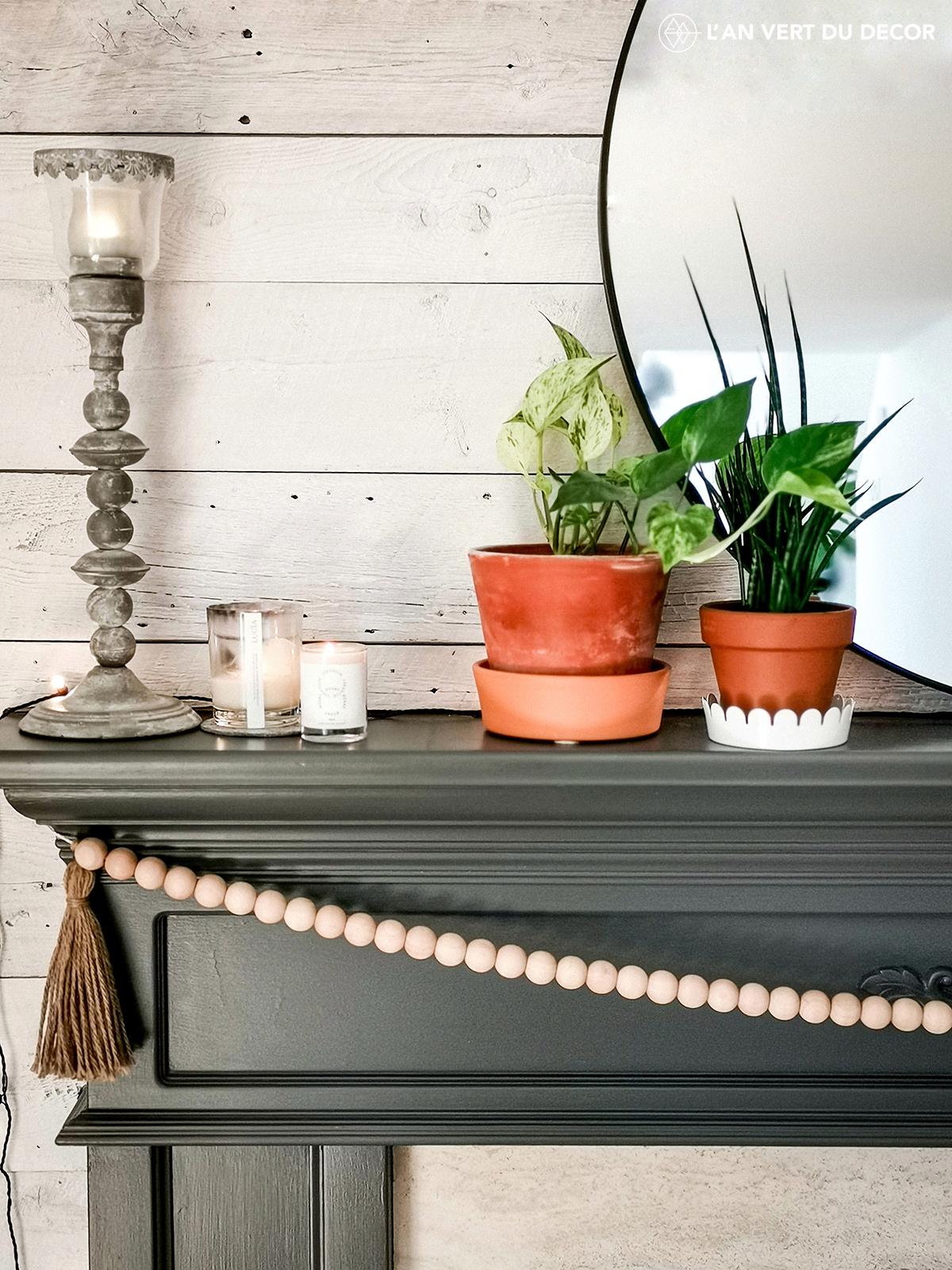 Des bougies et des plantes. En déco toujours un bon mix!