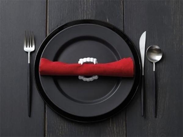 Table Halloweenesque