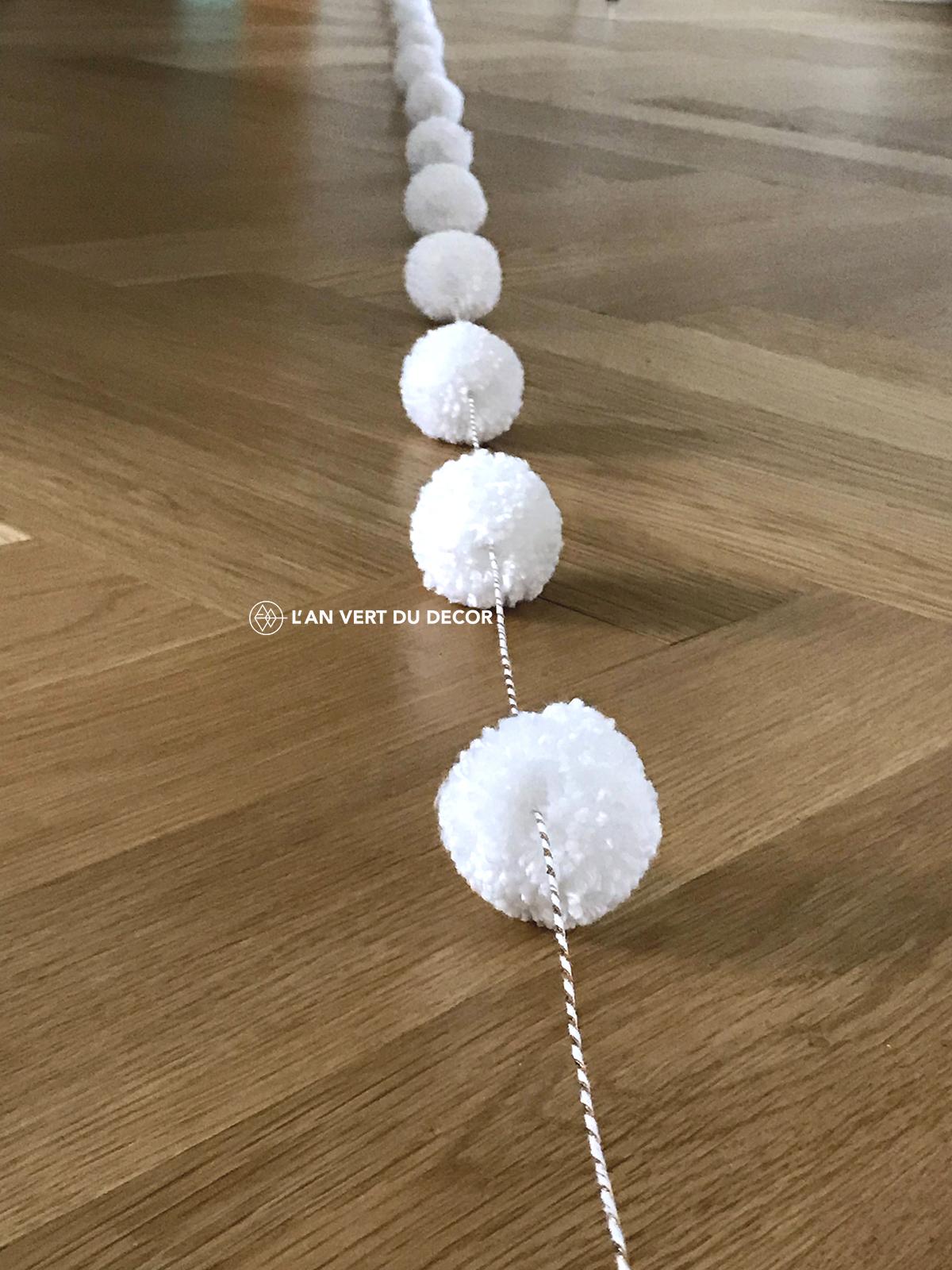 DIY - Guirlande de pompons | AVDD | Chloé Comte